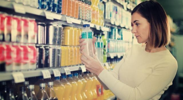 Come comportarsi con le bevande scadute? Quali possono essere consumate e quali no?