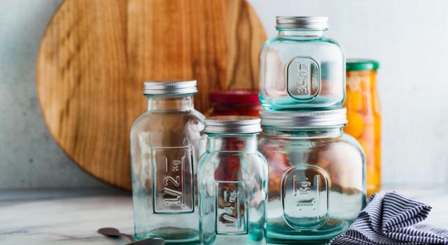 Sterilizzare vasetti di vetro: una guida con tutti i consigli da seguire