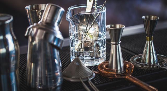 Attrezzatura per cocktail: cosa non deve mai mancare?