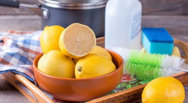 Pulire con il limone: tante idee pratiche e veloci per la cucina