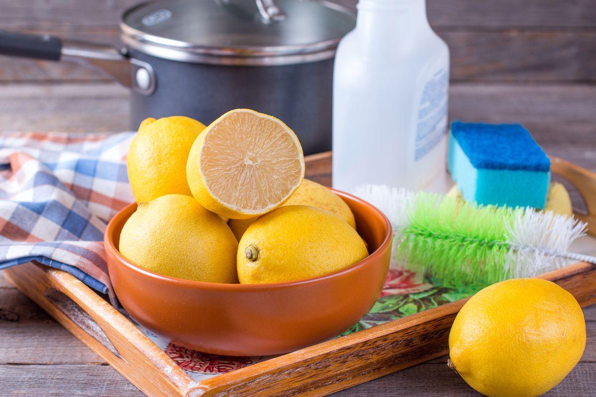 limoni per pulire la cucina