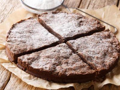 Soffice, buonissima e semplice da fare: è la torta Nesquik!