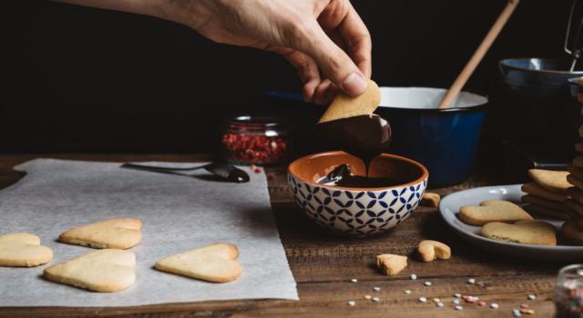 Biscotti al burro e cioccolato: che profumo in cucina!