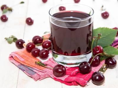 Sciroppo di ciliegie, ottimo come guarnizione o bevanda dal gusto zuccherino e naturale