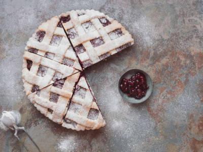 La ricetta per una crostata con ricotta e marmellata, morbida e profumata