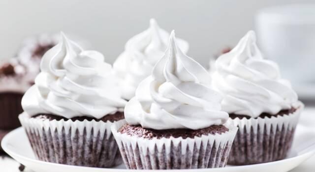 Usate una deliziosa crema al burro fatta con Bimby, per decorare i dolci!