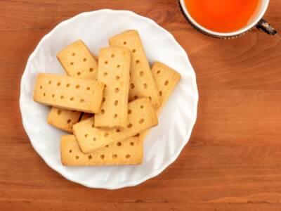 La ricetta originale dei buonissimi shortbread, i biscotti al burro scozzesi