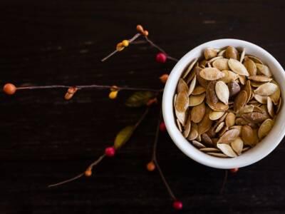 Semi di zucca tostati: proprietà, preparazione e ricette in cui usarli