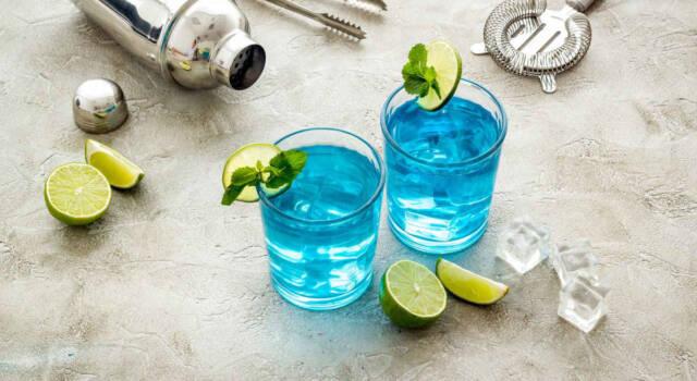 Prepariamo un paradisiaco e azzurrissimo blue lagoon cocktail
