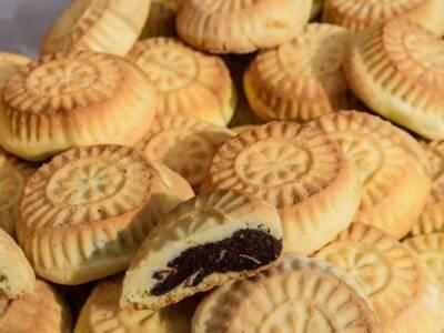 Una facile ricetta per fare in casa i mamul, biscotti arabi con datteri