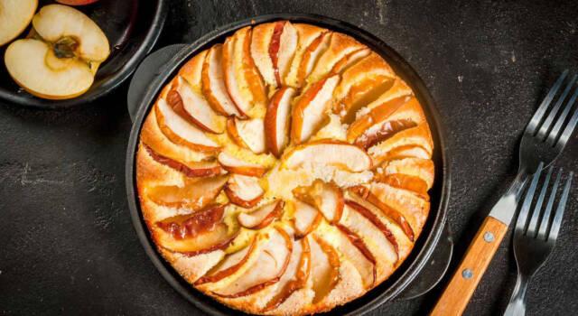 La torta di mele in padella è pronta in pochi minuti!