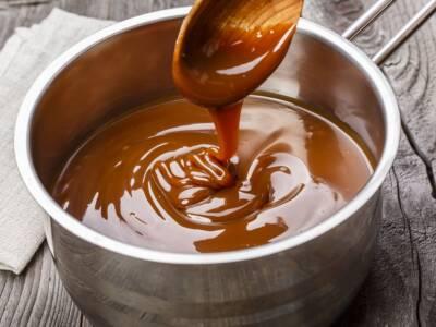 Salsa al cioccolato, perfetta da abbinare a torte e gelati!