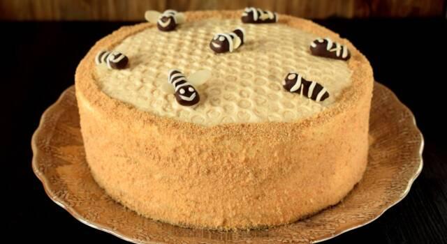 Per chi ha voglia di miele c'è la torta alveare!