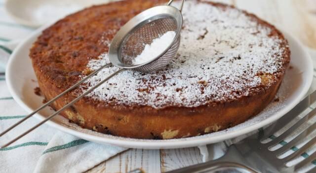La torta di pangrattato, amaretti e cioccolato è la più soffice che ci sia!