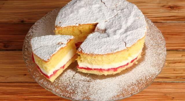 Victoria sponge cake: la torta della regina in tavola